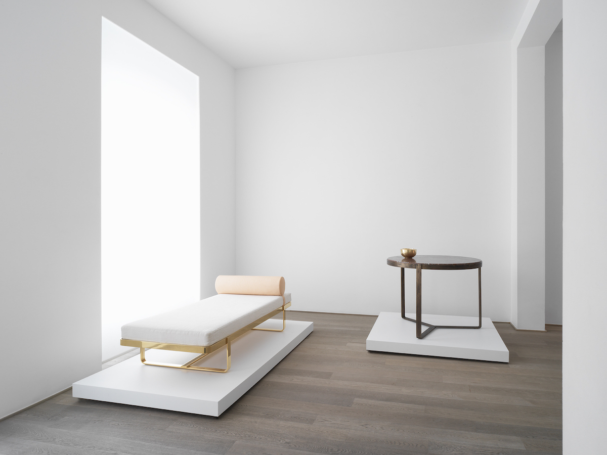 H Bed (Daybed), Spectable (Table)