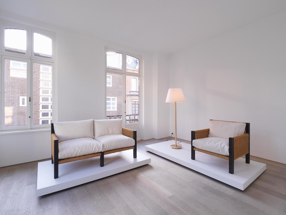 Bond 2 Black (Sofa), Panser High (Lamp), Bond 1 Black (Armchair)